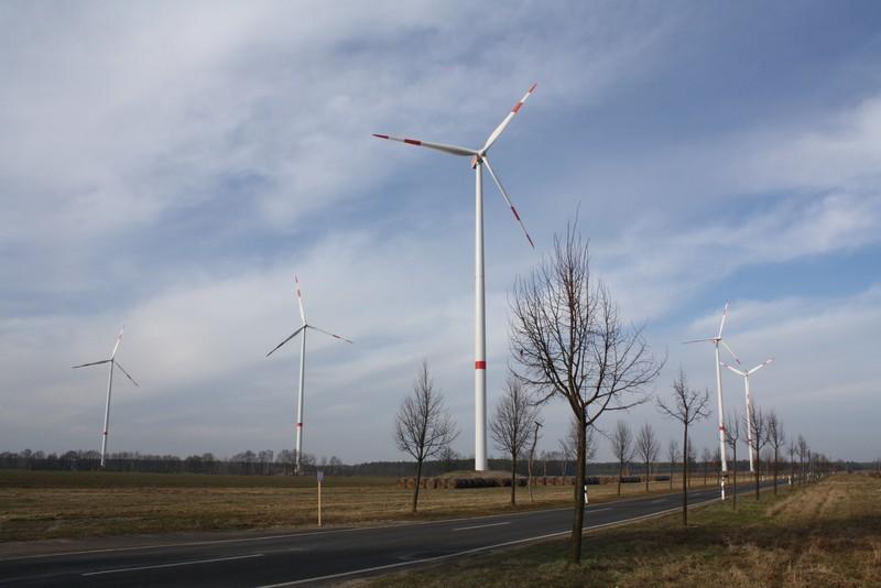 Die Windräder an der Verbindungsstraße zwischen Radensdorf und Biebersdorf
