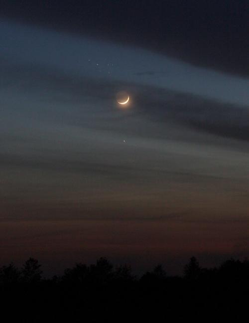 Mondsichel, Merkur und die Plejaden