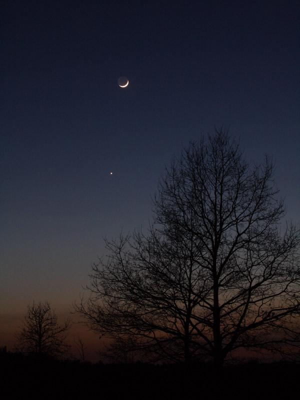 Mondsichel trifft Abendstern