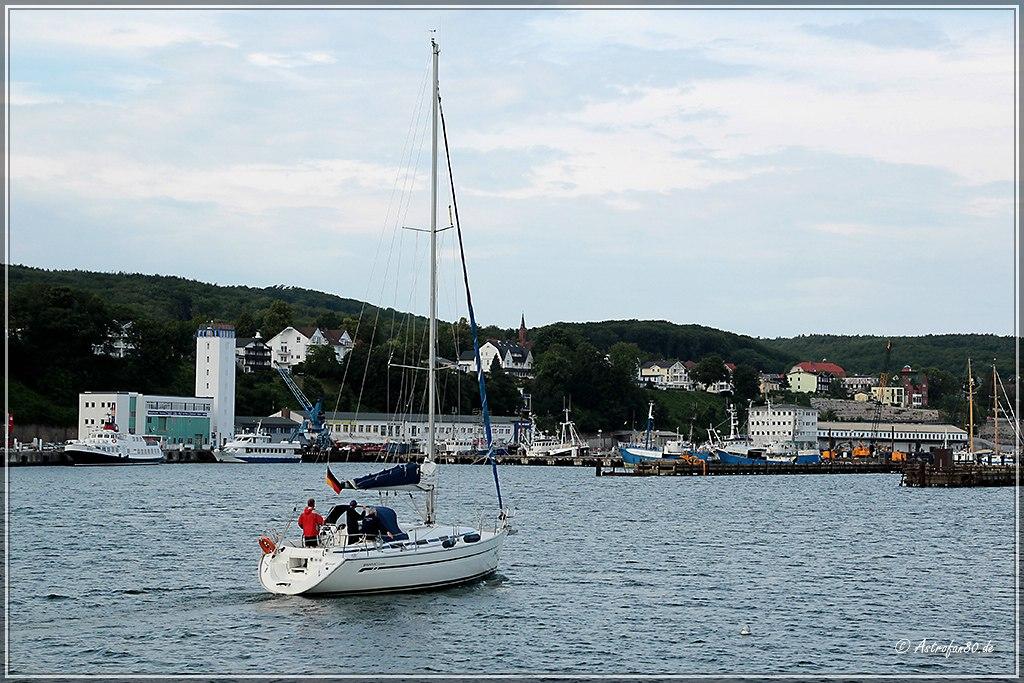 Segelboot im Hafen von Sassnitz