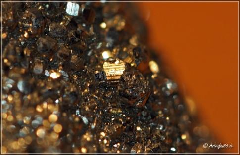 Ausschnitt eines Pyrit-Brockens