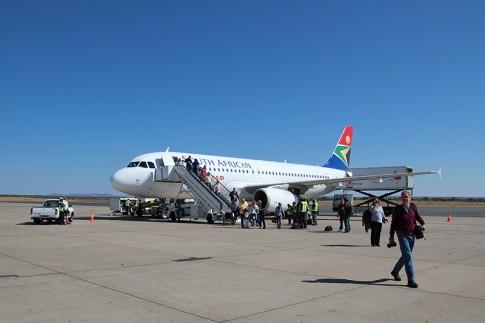Auf dem Rollfeld kurz nach der Landung in Namibia
