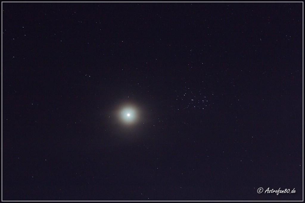 Mond nahe der Plejaden