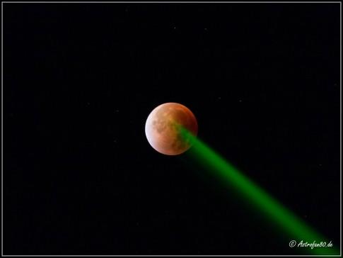 """Die verdunkelte Mondscheibe wurde mit einem grünen Laser """"markiert"""""""