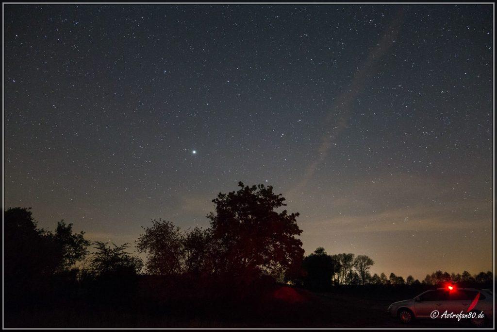 Der Planet Jupiter im Westen im Sternbild Löwe
