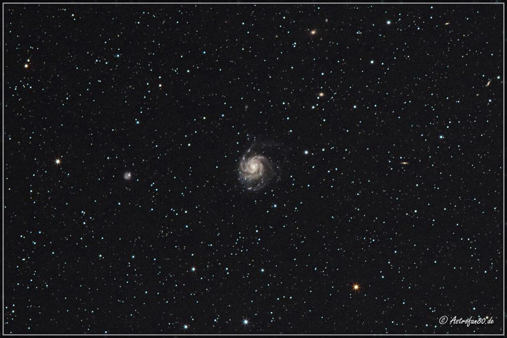 Die 22 Millionen Lj. entfernte Galaxie M 101 im Großen Bären - Canon EOS 1000Da, 200 mm, 34x3 Min., ISO-800, f/3.5 (crop)