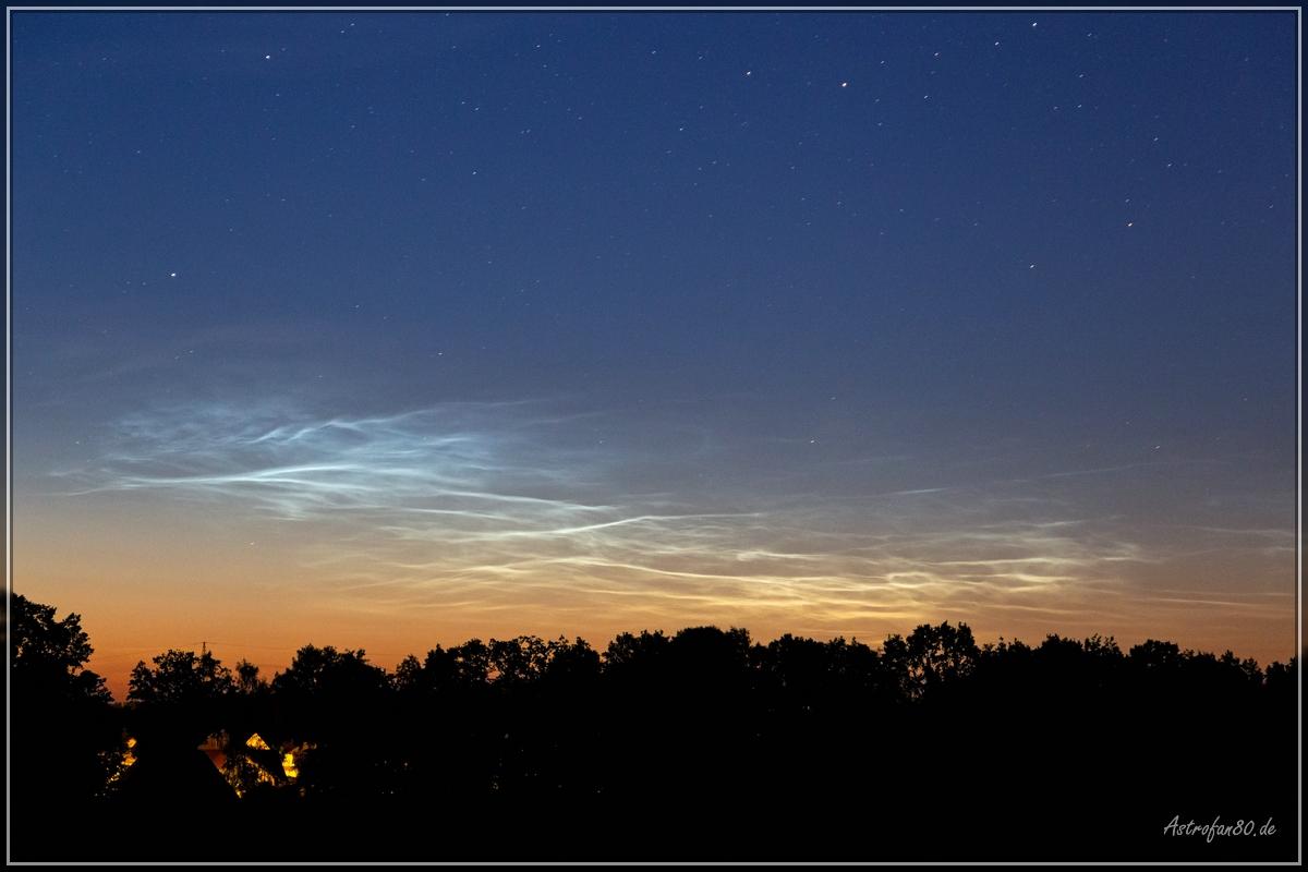 Leuchtende Nachtwolken am Morgen des 9. Juni