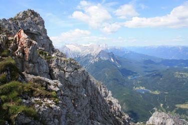 Blick auf die Zugspitze und Mittenwald