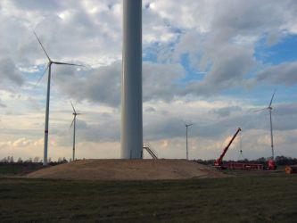 Windräder an der Verbindungsstraße Radensdorf - Biebersdorf